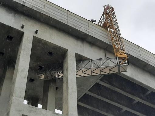 Celle, proseguono gli interventi sul viadotto Costa: ieri controlli del carroponte sull'impalcato dell'A10 (FOTO e VIDEO)