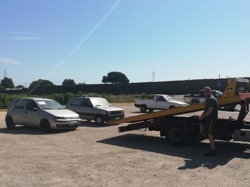 Albenga, la polizia locale rimuove 7 veicoli abbandonati e senza assicurazione