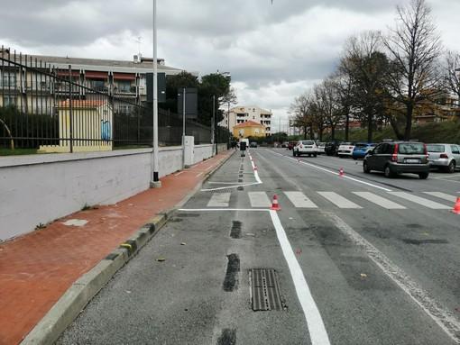 Albenga, nuovi parcheggi gratuiti in via XXV Aprile (FOTO)