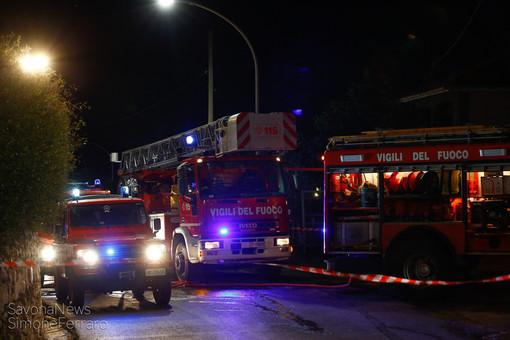 Loano, a fuoco due biciclette elettriche in un box: intervento dei vigili del fuoco