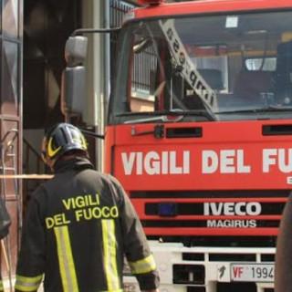 Bicicletta elettrica a fuoco in un garage a Loano, intervengono i Vigili del fuoco