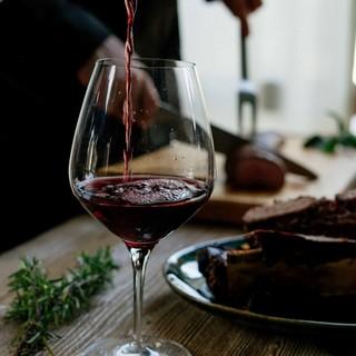 """Asporto fino alle 22 per le enoteche, Coldiretti: """"Ottima mossa per salvare il vino ligure"""""""