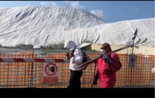 Albisola, il cantiere dell'Aurelia Bis diventa una pista da sci: l'ironia dei cittadini di Luceto (VIDEO)