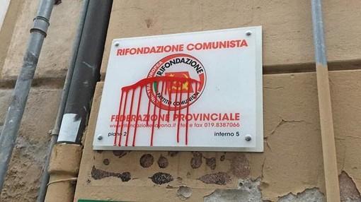 Savona, vandalizzata la targa e la bacheca di Rifondazione Comunista