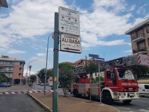 Ceriale: vigili del fuoco sistemano palo pericolante