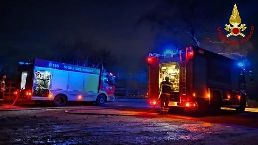 Albenga, tre auto a fuoco in viale Pontelungo: mobilitati i vigili del fuoco