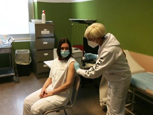 Gloria Capriata, la prima infermiera ligure vaccinata lo scorso 31 dicembre