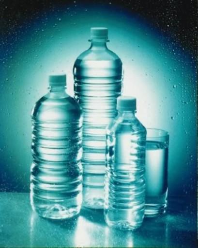 Trovate microplastiche nelle nell'acqua minerale. La preoccupazione degli esperti