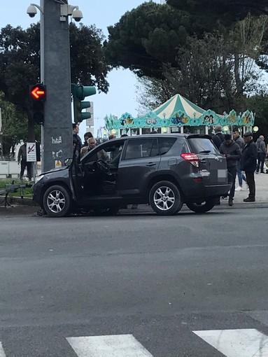 Vado Ligure: accusa un malore alla guida, incidente sulla via Aurelia