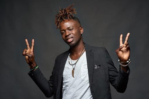 Dalla Nigeria porta la sua musica a Ceriale, la storia di Zickonero